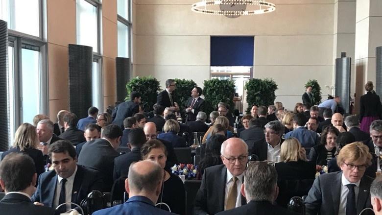 gemeinsames Frühstück der Parlamentarier, an dem auch der Vorsitzende der CDU/CSU-Fraktion im Deutschen Bundestag Volker Kauder (mittig) teilgenommen hat