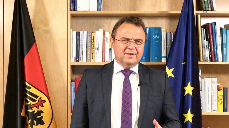 Hans-Peter Friedrich antwortet auf 4 Fragen zu den Themen der aktuellen Sitzungswoche