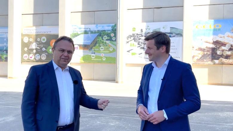 Dr. Hans-Peter Friedrich im Gespräch mit dem Wunsiedler Bürgermeister, Nicolas Lahovnik