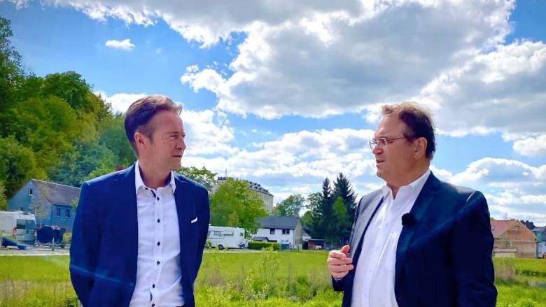 Dr. Hans-Peter Friedrich im Gespräch mit Stefan Breuer, Bürgermeister von Oberkotzau