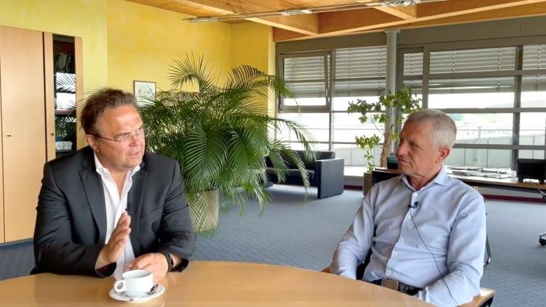 Dr. Hans-Peter Friedrich im Gespräch mit Thomas Greim, Geschäftsführer der dennree GmbH in Töpen