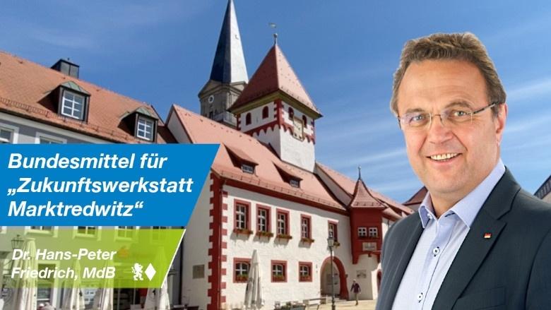 Dr. Hans-Peter Friedrich vor dem Rathaus von Marktredwitz