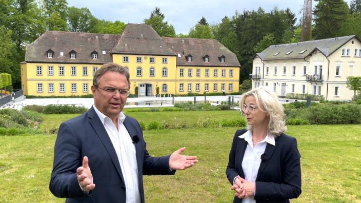 Dr. Hans-Peter Friedrich im Gespräch mit Christine Berek, Geschäftsführerin des Bundesverbandes Osteopathie