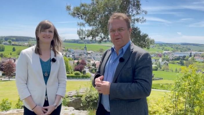 Dr. Hans-Peter Friedrich im Gespräch mit Annika Popp, Bürgermeisterin von Leupoldsgrün