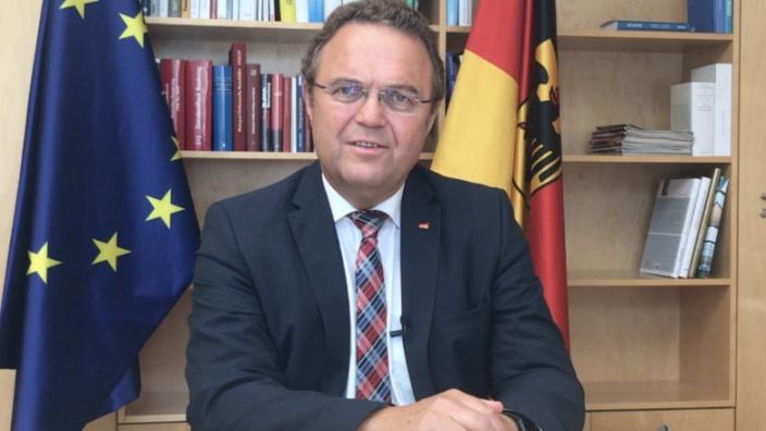 Hans-Peter Friedrich beantwortet Fragen zum Thema Grundsteuer