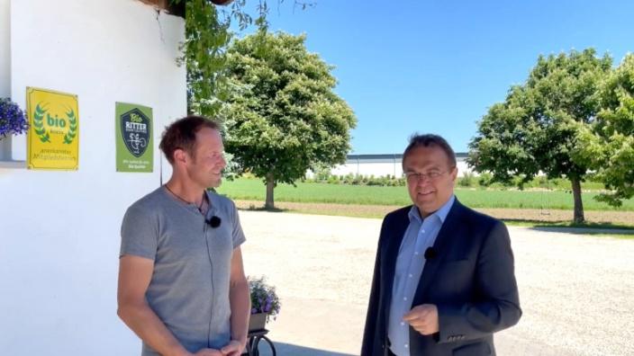 Dr. Hans-Peter Friedrich im Gespräch mit Andreas Ritter, Eigentümer des Biohofes Ritter