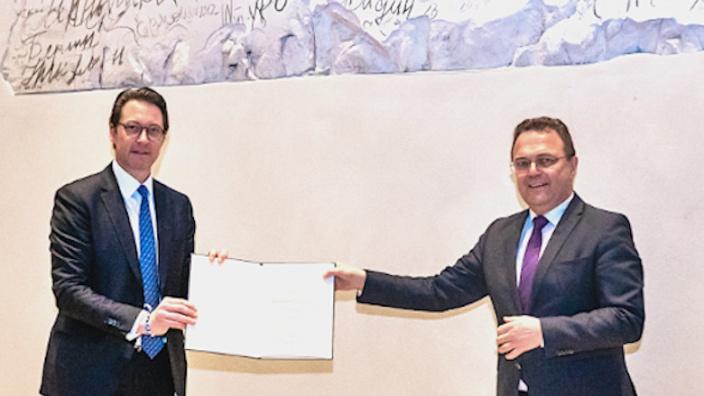 V.l.n.r. Bundesverkehrsminister Andreas Scheuer MdB und Dr. Hans-Peter Friedrich MdB